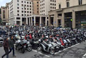 piazza dante, posteggio moto