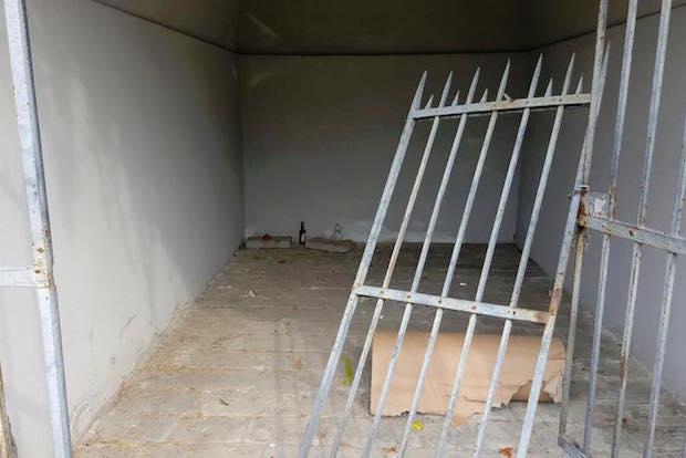 cancello trogoli divelto