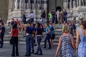 Controlli con perquisizioni all'ingresso della cattedrale