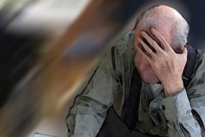 anziano-picchiato-violenza