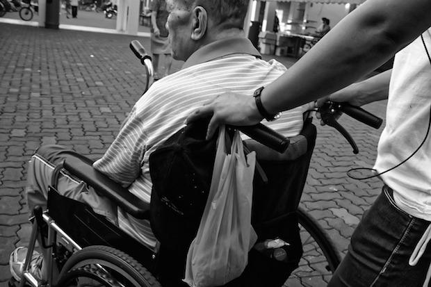 sedia a rotelle, badante